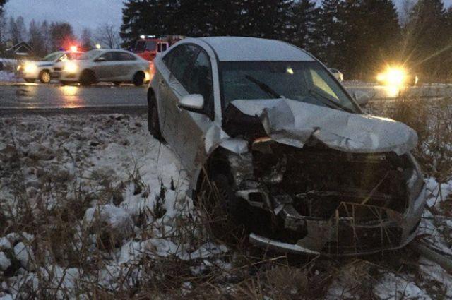 Крупная авария вТутаевском районе, столкнулись три автомобиля