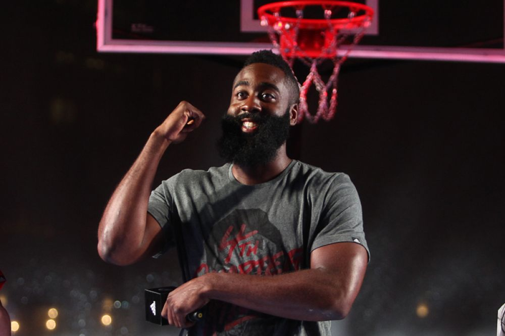 На восьмом месте оказался 28-летний баскетболист Джеймс Харден — 46,6 млн долларов.