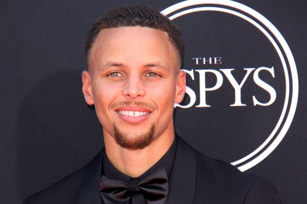 29-летний баскетболист Стефен Карри занял седьмую строчку — 47,3 млн долларов.