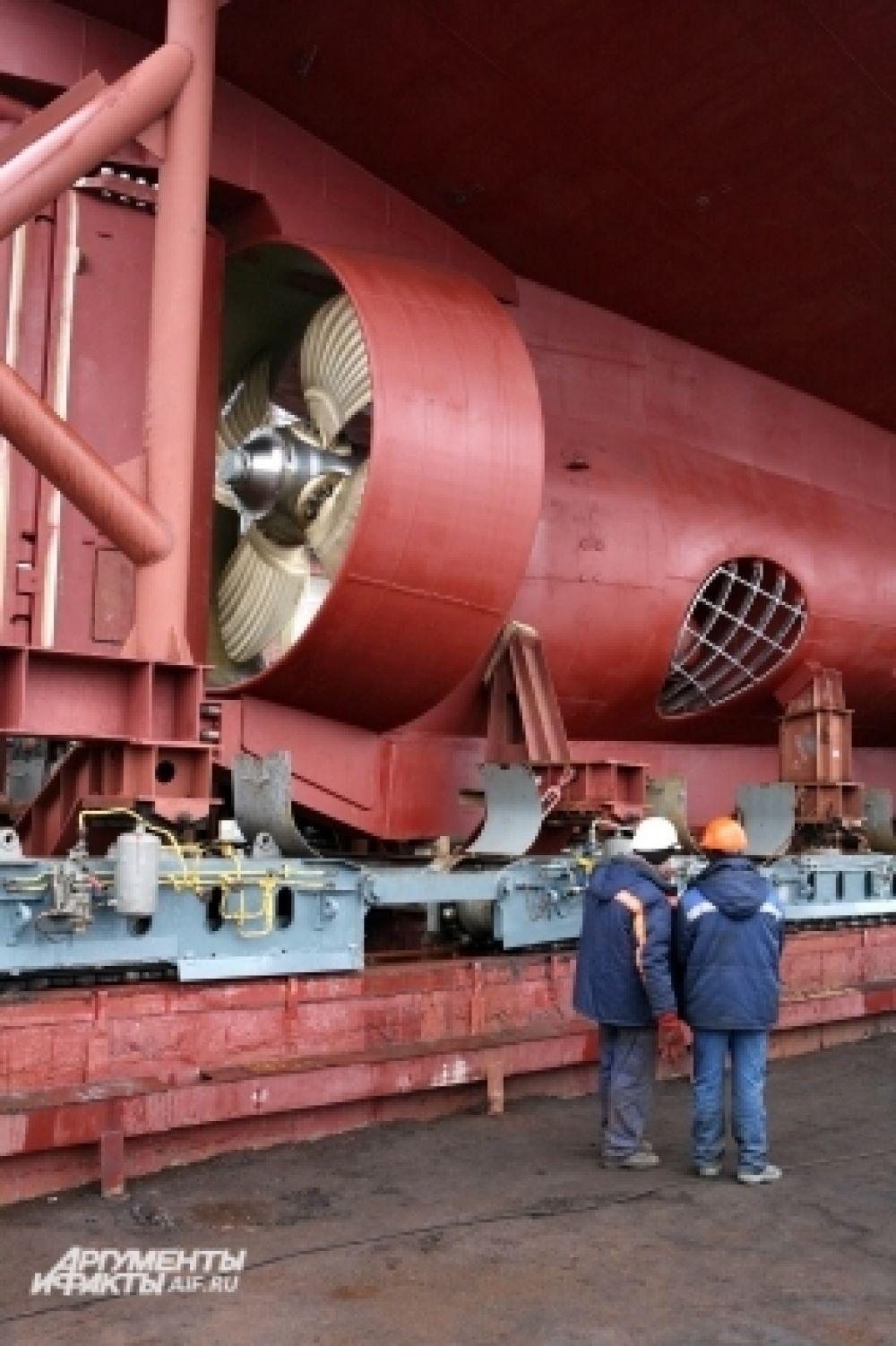 Длина судна – 50,6 м, ширина – 12 м, мощность главного двигателя – около 2200 кВт.