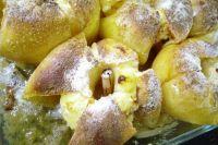 Печёные яблоки - сладкое угощение на скорую руку.