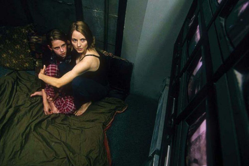 В 2002 году снялась в фильме «Комната страха» Дэвида Финчера.