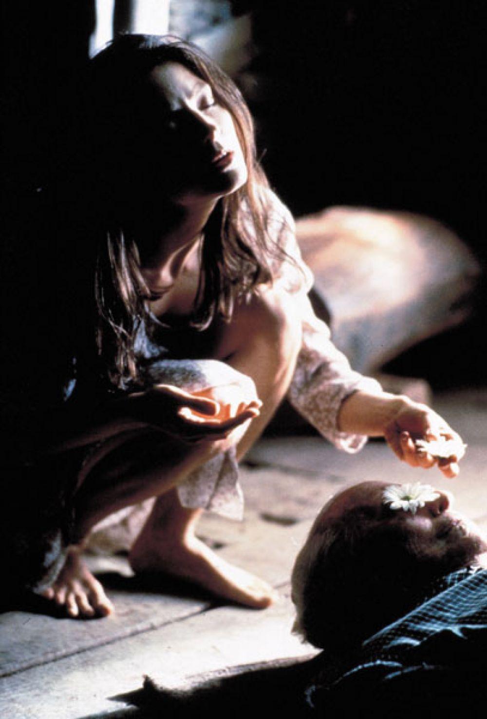 В 1995 году была снова номинирована на эту кинопремию за роль в фильме «Нелл», но награду получила Джессика Лэнг за работу в «Голубых небесах».