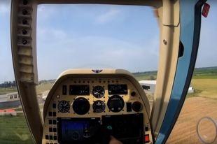 В небе над Британией столкнулись самолет и вертолет