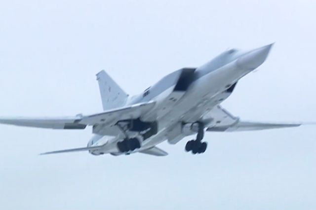 Бомбардировщики Ту-22М3 нанесли авиаудар по объектам ИГ в Сирии