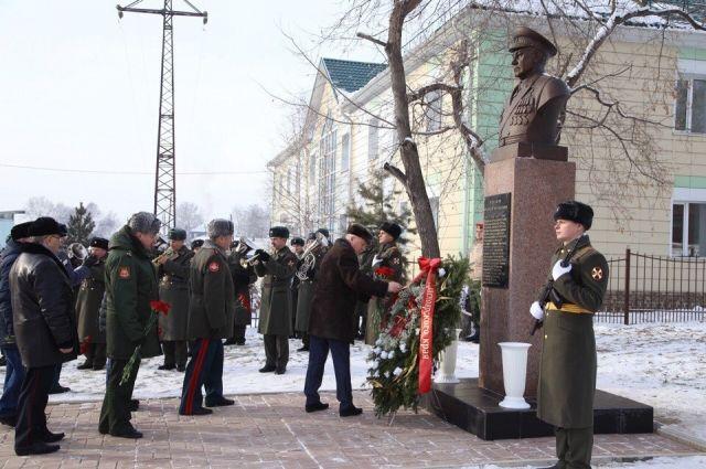 Памятник установили на малой родине маршала.