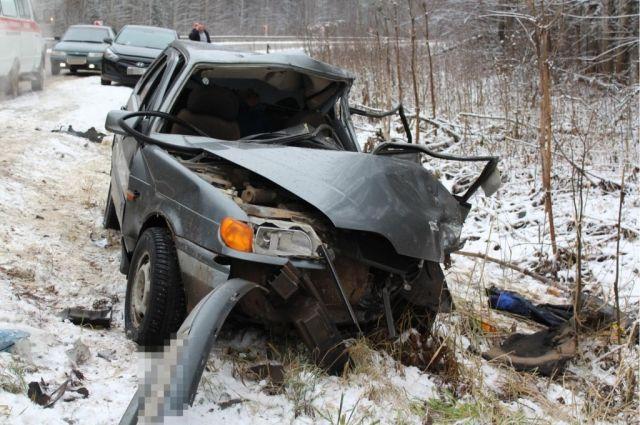 В результате аварии находящийся за рулём ВАЗа мужчина 1989 года рождения погиб.