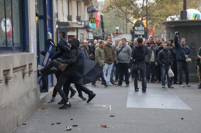 В Париже противники президента Макрона устроили беспорядки