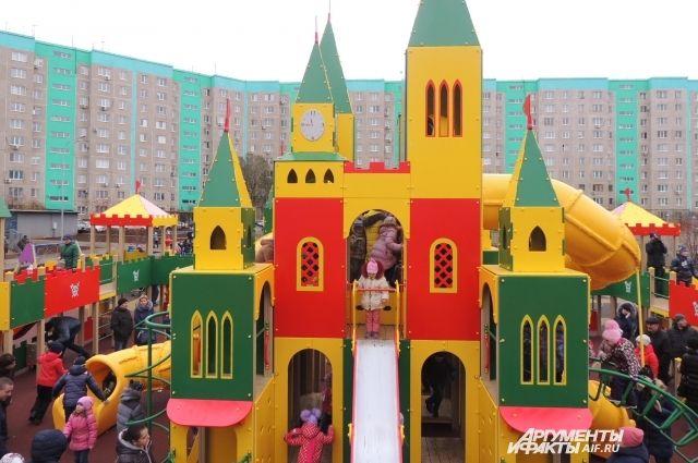 В Оренбурге открылся самый большой обновленный двор.