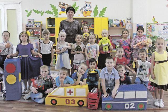 Любовь к родине ребятам из группы «Улыбка» прививают воспитатели Ирина Толстова и Наталья Осьминина.