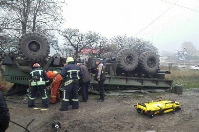 В Запорожье перевернулся грузовик с военными: есть жертвы