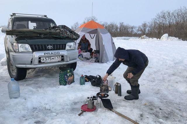 Лед для зимней рыбалки еще не окреп