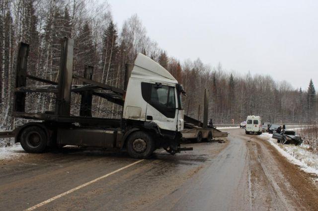ВЯНАО отлетевший от грузового автомобиля диск убил водителя встречного авто