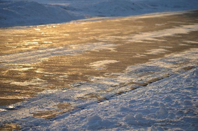 МЧС предупреждает водителей огололеде на трассах Алтайского края