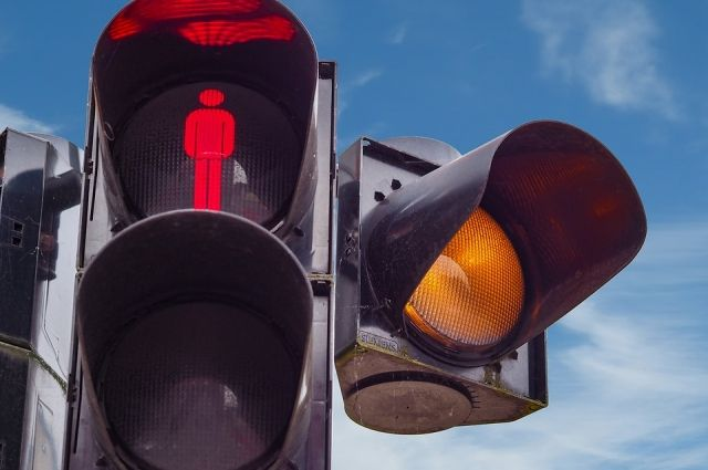 Омич пожаловался всоцсети напробки из-за трехфазных светофоров