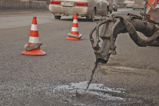 В Омске продолжается ремонт дорог.