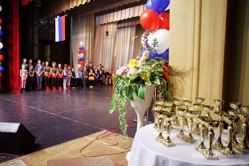 В общей сложности было разыграно 11 комплектов наград в личном зачете (смешанные пары, дуэты, соло) и два – в соревнованиях команд-формейшн.