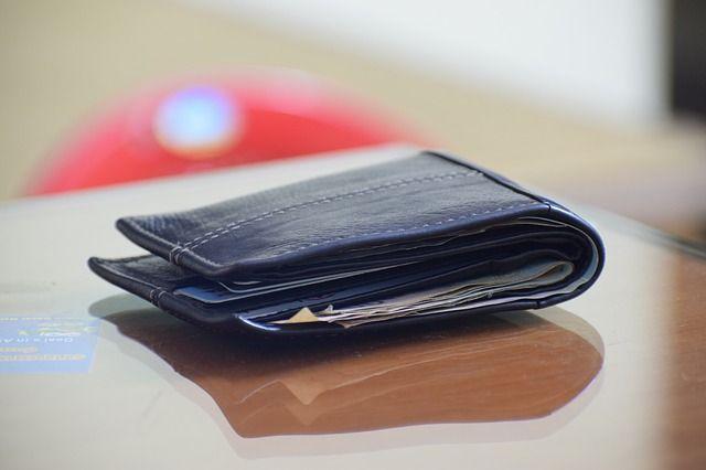 Кузбассовец украл кошелек с прилавка в салоне сотовой связи.