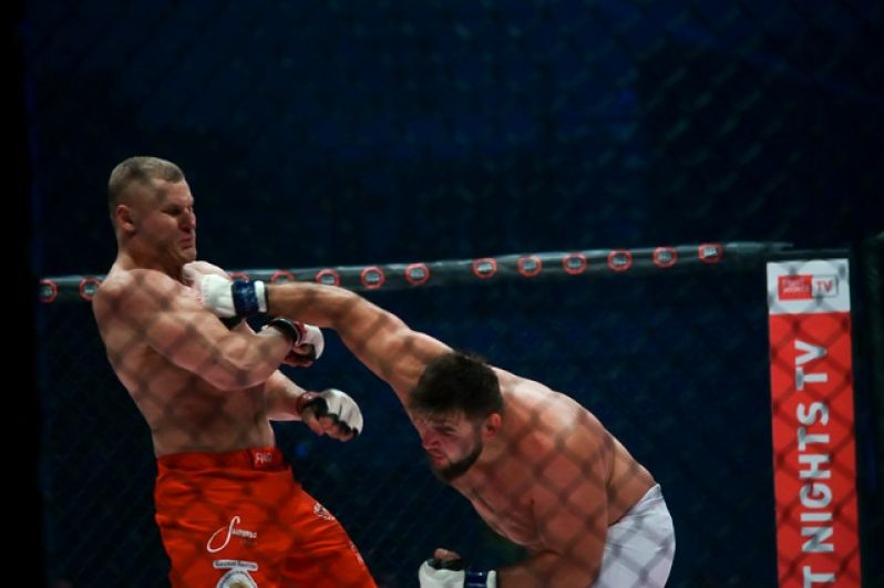 Кирилл Сидельников против действующего чемпиона «Fight Nights» Сергея Павловича.