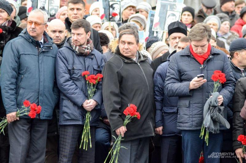 Вместе с губернатором приехал нынешний кабинет министров. В центре – министр энергетики и ЖКХ Свердловской области Николай Смирнов.