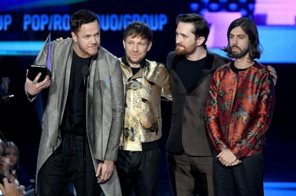 """Imagine Dragons в этот раз ушли с премии триумфаторами, ведь получили награду """"лучшая поп/рок группа"""", обогнав в этой номинации Coldplay."""