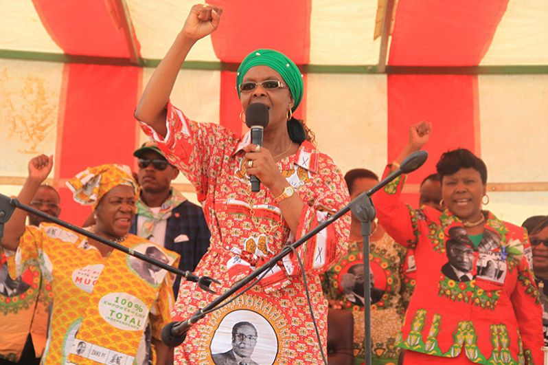 Грейс Мугабе выступает на митинге в Чинхойи в поддержку своего мужа, 2 октября 2014 года.