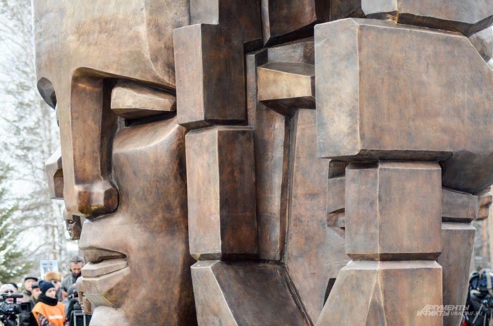 Отливка – из бронзы. Отливались маски в Литейной мастерской Ивана Дубровина.