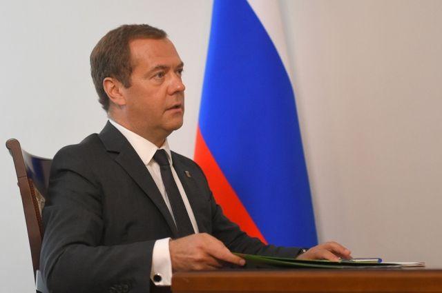 Остроительстве вЮгре новых школ говорили Д. Медведев иНаталья Комарова