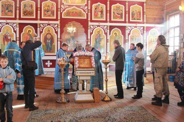 Съёмку можно делать с благословления священника.