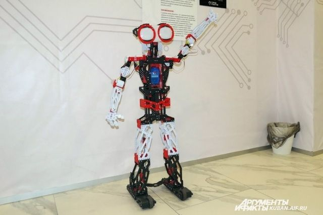 Сначала все участники соберут роботизированный светильник