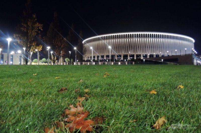 Парк открыт для посещения до 23 часов, но прогуляться возле стадиона можно в любое время.
