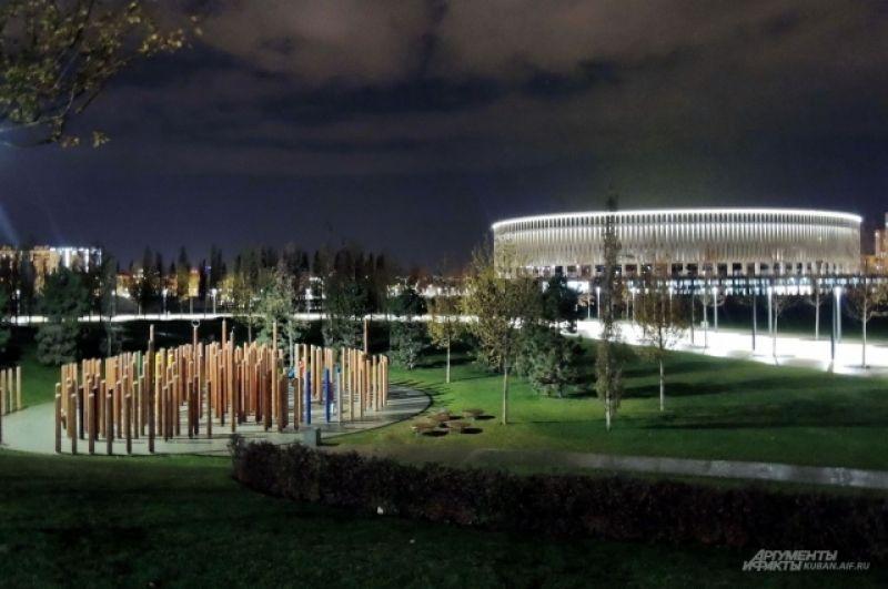 Водный лабиринт на фоне стадиона ФК «Краснодар».