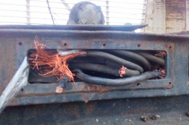 Кузбассовец вырезал около 30 метров медного кабеля с закрытого завода.