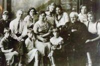 Фортепианный класс музыкальной школы №1 имени Глазунова (Марцинковский справа).
