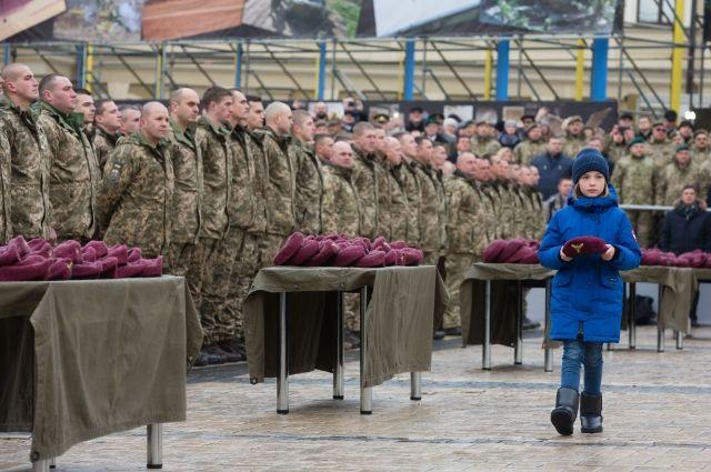 Порошенко переименовал украинские воздушно-десантные войска
