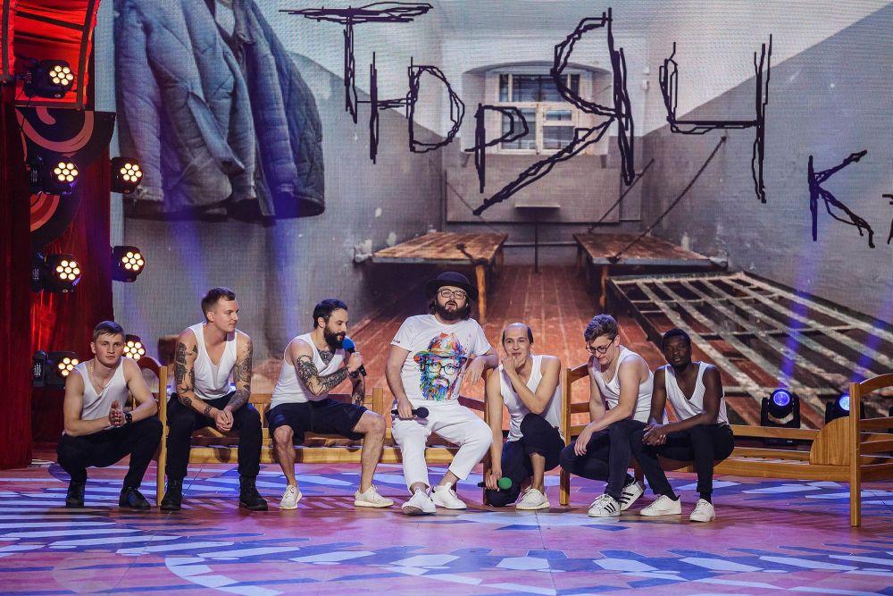 «Загорецька Л.С.» пригласила на «Лигу смеха» солиста группы «Дзидзьо». События в их музыкальном выступлении разворачивались в тюремной камере.