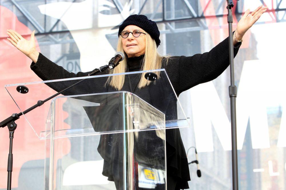 В десятку самых высокооплачиваемых музыкальных исполнительниц вошла Барбара Стрейзенд, её доход составил 30 миллионов долларов.