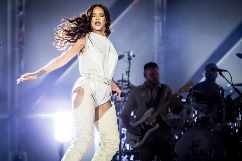 Певица Рианна оказалась на седьмой строчке рейтинга, её доход составил 36 миллионов долларов.