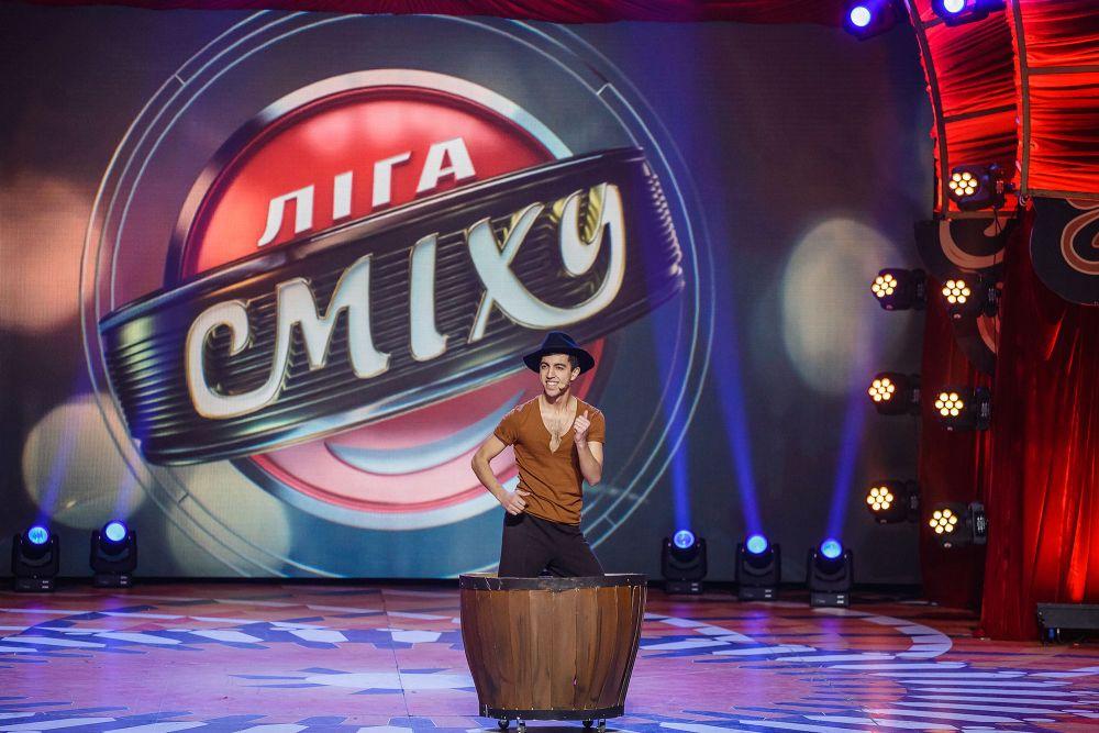 Второй обязательный конкурс был музыкальным. Каждая из команд пригласила выступать вместе с ними известных поющих (и не поющих) украинцев.