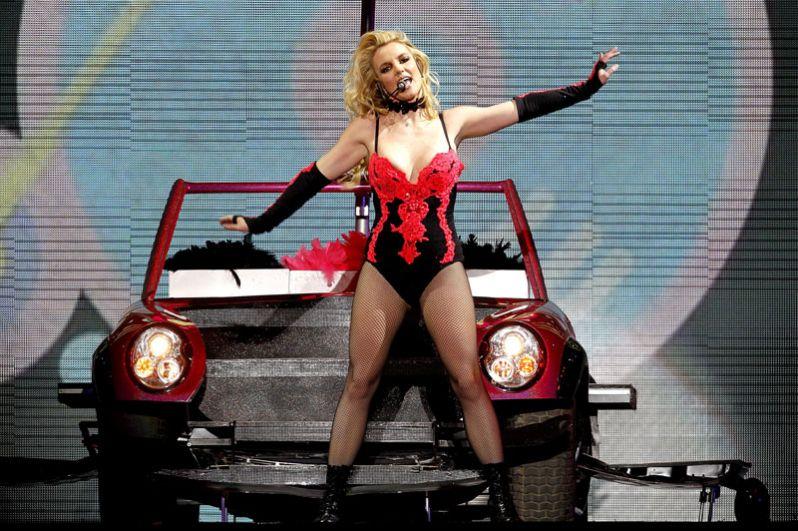 Доход Бритни Спирс составил 34 миллиона долларов и обеспечил ей восьмую строчку рейтинга.