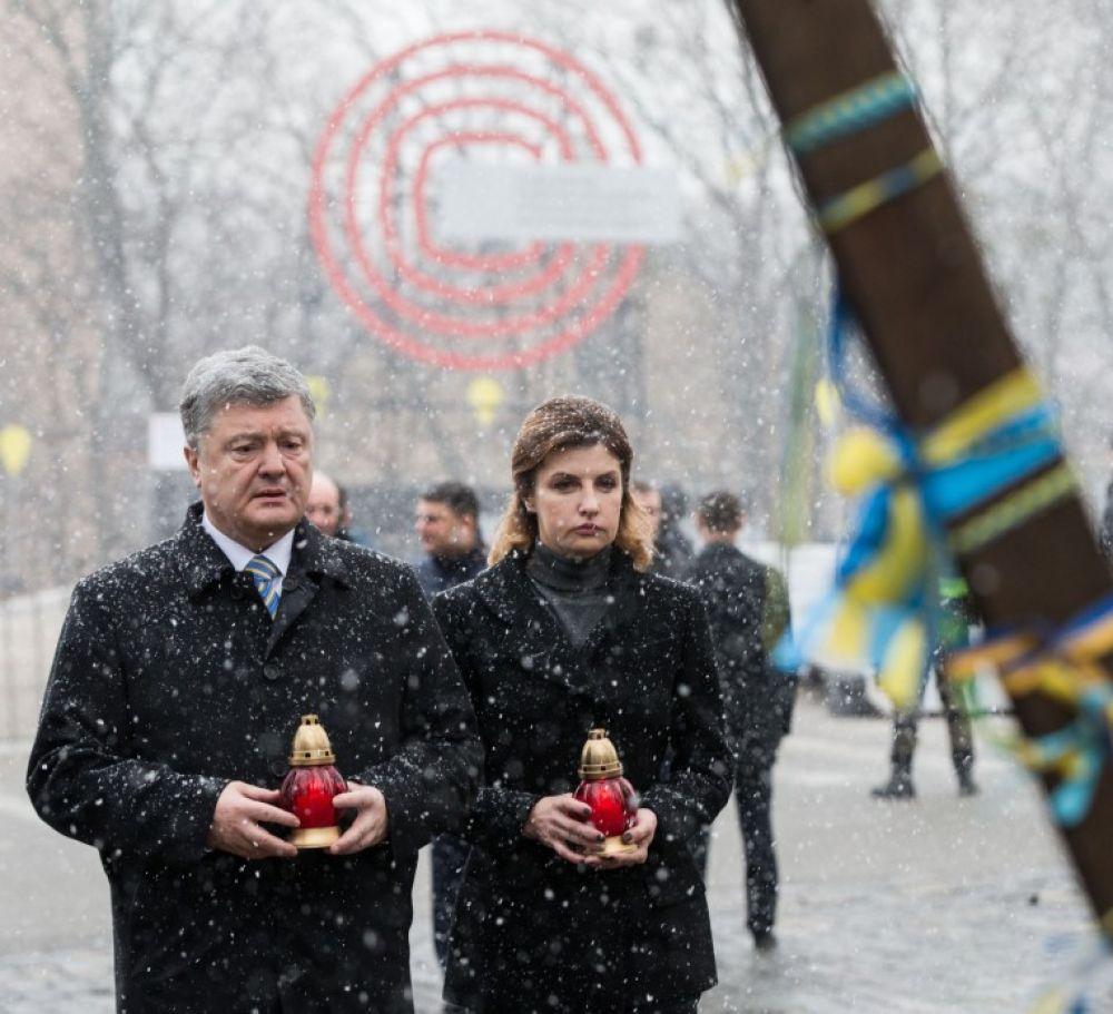 """В указе отмечается, что праздник ввели """"с целью утверждения в Украине идеалов свободы и демократии, сохранения и донесения до современного и будущих поколений объективной информации о судьбоносных событиях в Украине начала XXI века, а также в знак должного уважения патриотизму и мужеству граждан, которые осенью 2004 года и в ноябре 2013 года - феврале 2014 года стали на защиту демократических ценностей, прав и свобод человека и гражданина, национальных интересов нашего государства и его европейского выбора."""