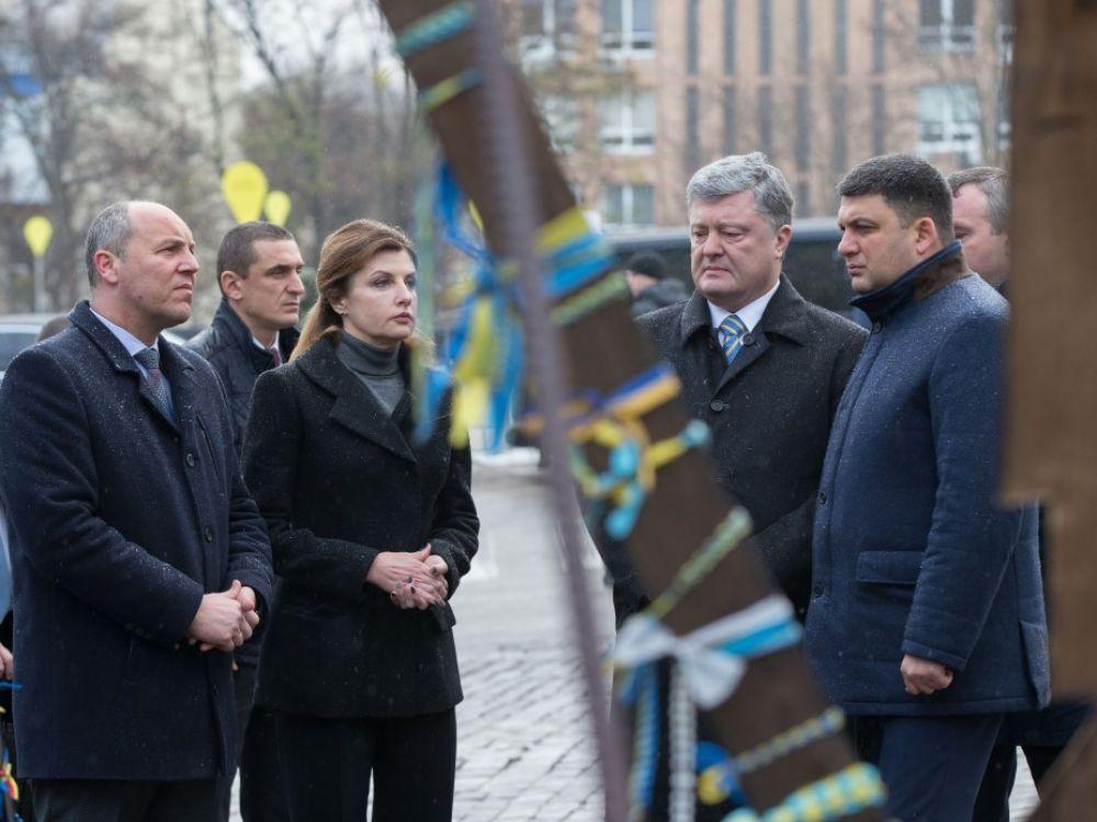 В церемонии приняли участие премьер-министр Украины Владимир Гройсман и глава Верховной Рады Украины Андрей Парубий.