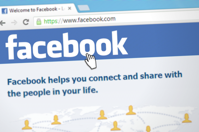 Роскомнадзор проверит Facebook на соответствие законам РФ в 2018 году