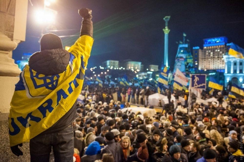 """21 ноября 2013 года народ вышел на Майдан во второй раз в истории Независимости - на этот раз, требуя немедленно подписать договор о евроинтеграции. Увы, мирные акции и протесты завершились тем, что спустя 10 дней, в ночь на 1 декабря, """"Беркут"""" устроил беспрецедентное побоище со студентами."""