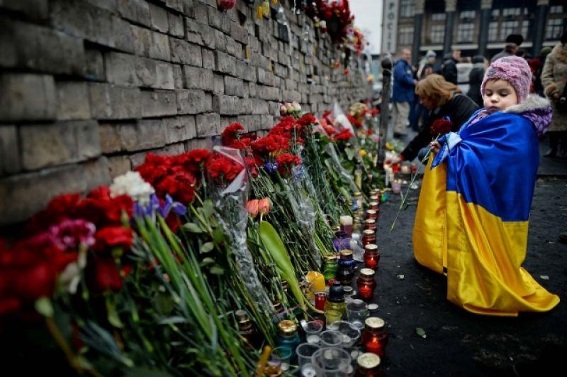 В 2016 День Свободы и Достоинства прошел относительно мирно - на Майдане уже даже частично не было баррикад и остатков палаточного городка. Все, что напоминало отныне о Майдане - это сгоревший Дом Профсоюзов. Кроме того, цветы стали возлагать не только на Институтской, но и на Грушевского.