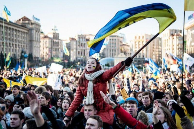 Сегодня, в 2017 году, украинцы отмечают 4-ую годовщину Евромайдана и День Свободы и Достоинства. Как украинские политики отдали дань уважения героям Майдана - смотрите в другой нашей галерее.