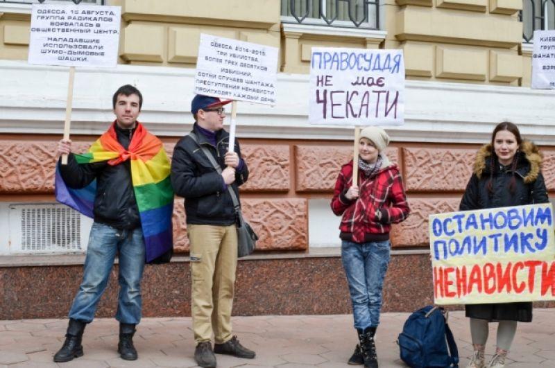 В Одессе в этот день прошла довольно агрессивная акция протеста под зданием областного УВД. Однако, палаточный городок активистам так и не удалось разбить.