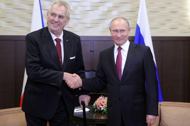 Президент Чехии попросил не переводить его слова на встрече с Путиным