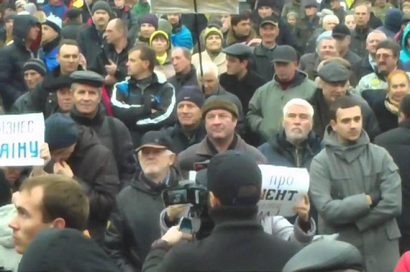 В 2015 году ситуация ко Дню Достоинства сложилась таким образом, что некоторые эксперты прогнозировали начало нового Майдана. Из Кривого Рога, а также других городов в Киев съехались люди на проведение народного вече
