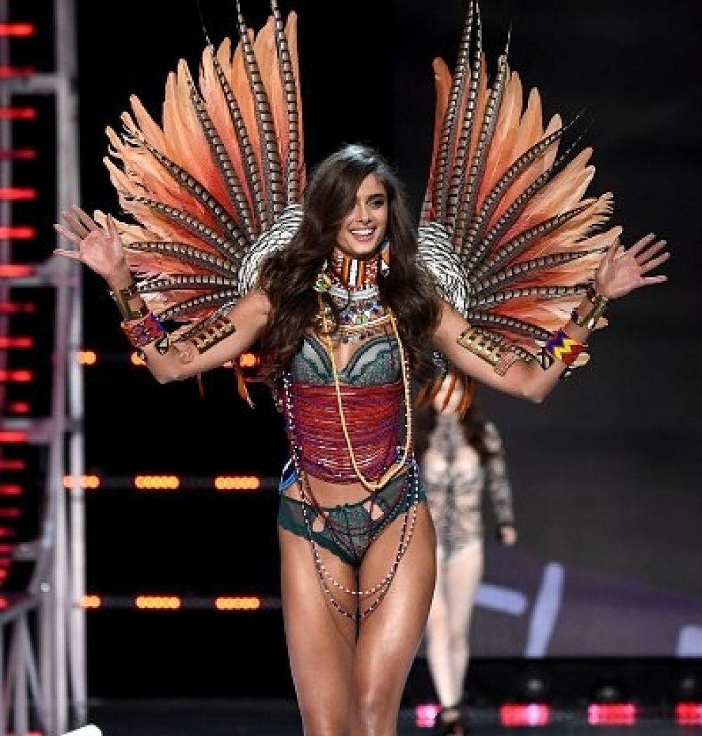 И еще одни крылья в стиле бразильского карнавала, но на этот раз, перемешанные с молодежными мотивами.